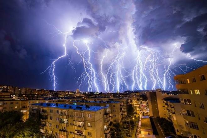 COD GALBEN şi COD PORTOCALIU de ploi torenţiale, vijelii şi grindină