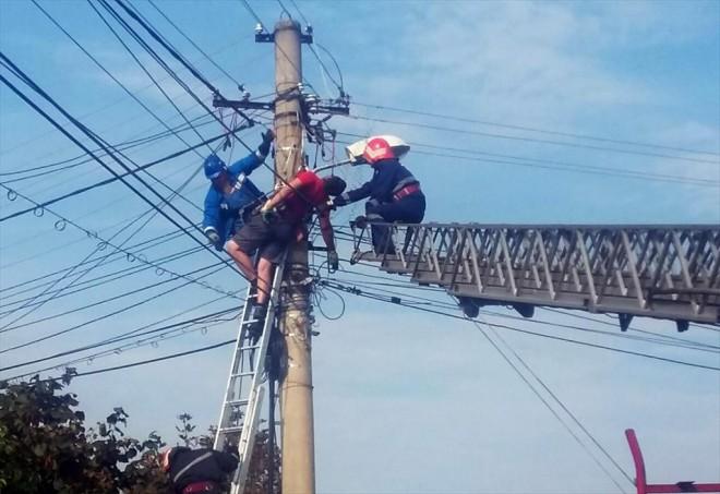 Accident de munca mortal, in Campina. Un barbat s-a electrocutat pe un stalp de inalta tensiune