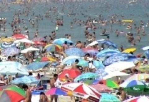 AVERTISMENT pentru TURIȘTI: Bacterii periculoase în Marea Neagră