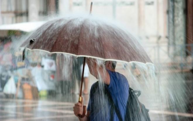 PROGNOZA METEO. Temperaturi scăzute şi ploi în următoarele zile