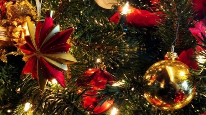 Lucrezi de Crăciun? Iată ce beneficii primeşti de la serviciu