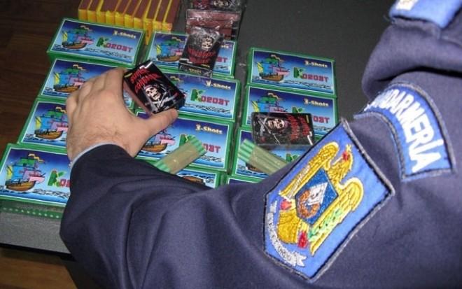 Poliţiştii din Prahova efectuează PERCHEZIŢII împotriva contrabandei cu articole pirotehnice