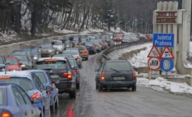 Aglomeraţie pe DN 1. Se circulă în coloană pe sensul de mers spre Braşov