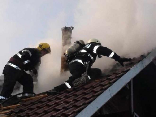 Incendiu la o firmă de pe strada Văleni din Ploieşti
