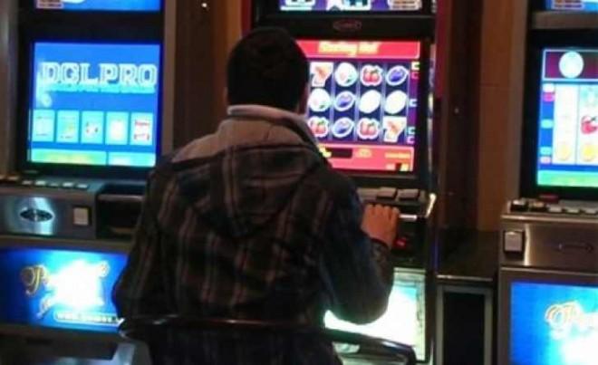Tâlhărie înscenată de doi tineri care şi-au pierdut banii la jocuri de noroc