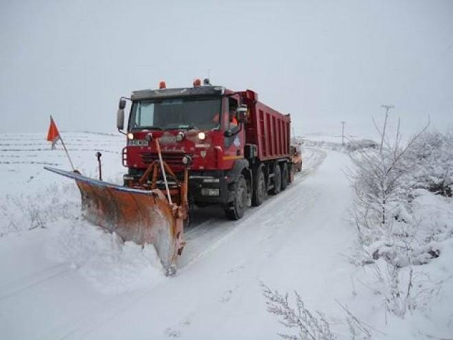 Circulaţie în condiţii de iarnă în tot judeţul. Unde puteţi face sesizări