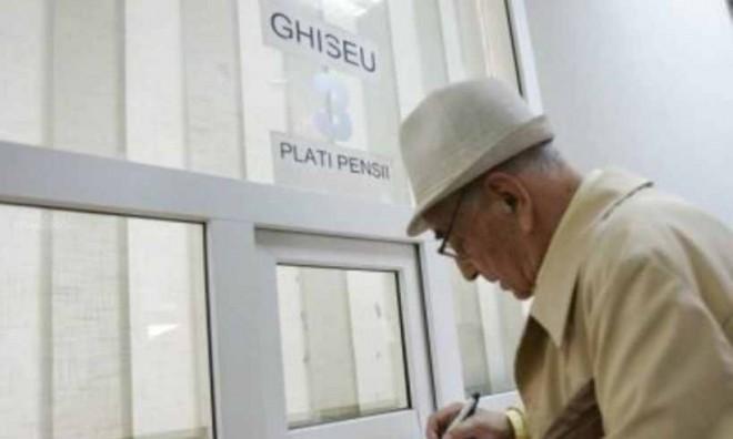 Legea care scuteşte pensionarii de la plata CASS, promulgată