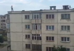 Tentativa de sinucidere, in Ploiesti. Un barbat s-a aruncat de pe bloc, pe strada Domnisori