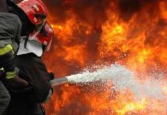 Casă cuprinsă de incendiu la Brebu