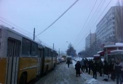 Un ploiestean reclama lipsa deszapezirii in statiile de autobuz din Ploiesti