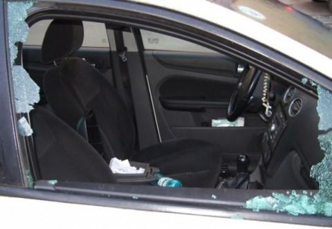 """Scrisoarea cititorului/ """"Aseara au fost sparte mai multe masini, in Brazi. S-au furat bateriile si alte bunuri"""""""
