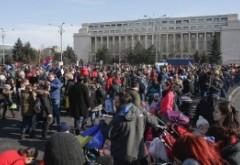 Ministerul Muncii, mesaj pentru părinții care și-au dus copiii la proteste