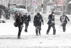 Se SCHIMBĂ vremea! Avertizare de POLEI şi NINSOARE, inclusiv în Prahova