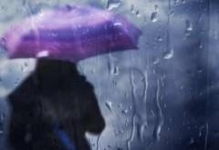 Ploi şi vânt puternic în sudul şi estul ţării, până marţi dimineaţa