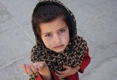 Dosar penal pentru o femeie care se folosea de un copil la cerșit! A fost anunţată Direcţia Copilului