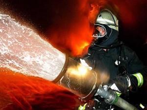 Incendiu la un depozit de materiale plastice din Ploiesti