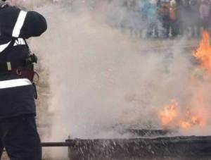 Incendiul de la ghenele de pe Republicii, provocat de o ţigară aprinsă. Cinci maşini, afectate de foc