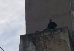 Un bărbat ameninţă că se sinucide, la Ploieşti- FOTO