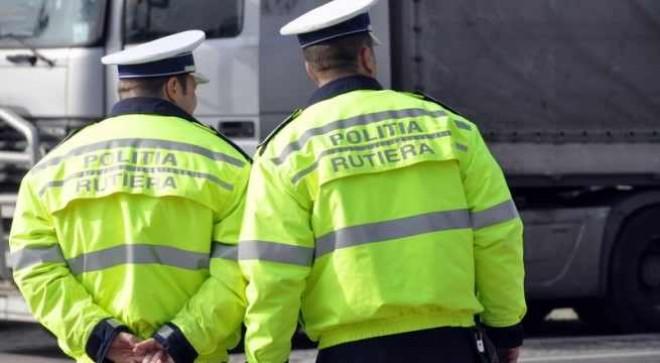 Doi poliţişti din Prahova, condamnaţi definitiv la închisoare pentru că luau mită de la şoferi