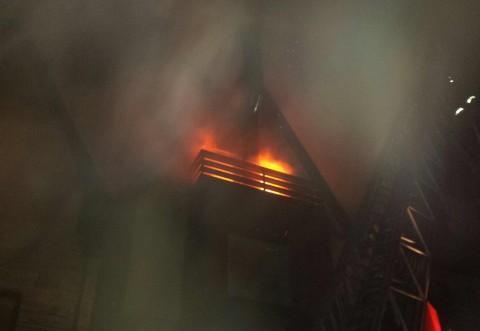 Incendiul de la Hotelul Ioana, provocat de coşul de fum al unui şemineu de la mansardă
