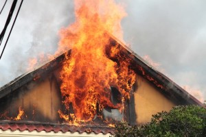 Femeie decedată la Bătrâni într-un incendiu care i-a cuprins casa