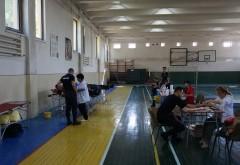 Peste 100 de elevi şi profesori de la Şcoala de Pompieri Boldeşti au donat sânge