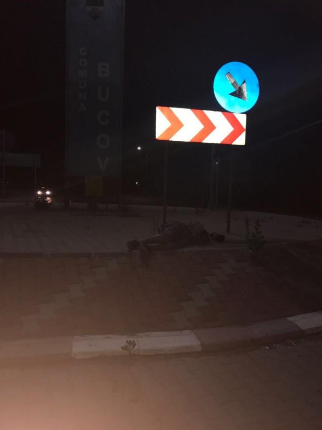 INCREDIBIL! Mort de beat, un barbat a adormit pe giratoriul de la Bucov