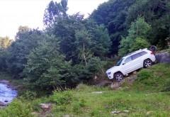 O mașină de teren a ieșit în decor pe Șoseaua Paltinu. Și în decor a rămas...
