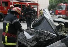 Maşină în flăcări pe strada Bobâlna