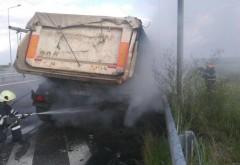 UPDATE Camion în FLĂCĂRI, pe autostrada A3. Traficul este ÎNTRERUPT- FOTO