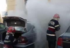 Autoturism în flăcări, pe Strada Apelor, din Ploieşti