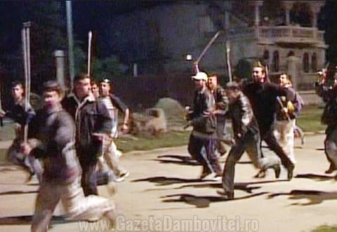In ce secol traiesc unii? Patru persoane au murit dupa o bataie cu FURCI si TOPOARE, la Focsani!