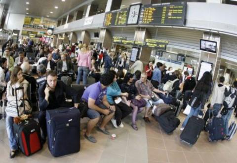 INGRIJORATOR! La fiecare trei minute un român pleacă din ţară. Pierderea pentru economie este este uriaşă