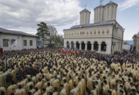 Biserica le răspunde celor care o acuză că nu plătește impozite: 'Suntem la fel ca celelalte culte, nici partidele nu dau impozit pe donații'