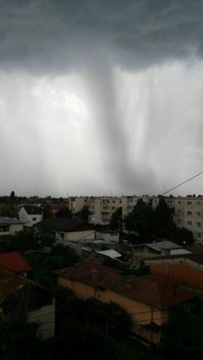 Rupere de nori, in Ploiesti/ COD de vijelii duminica seara