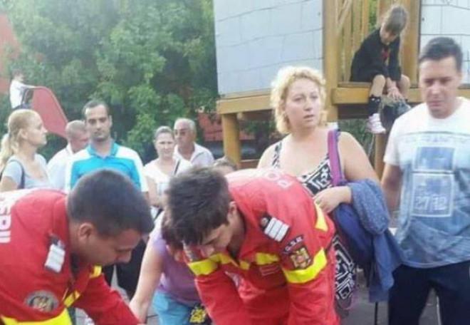 Scene socante într-un parc: O fetița și-a fracturat coloana într-un loc de joacă