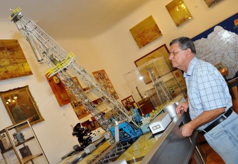 INTERVIU cu Prof. Ing. Florin Ghioc/ O viaţă dedicată unei pasiuni: industria petrolieră la scară miniaturală