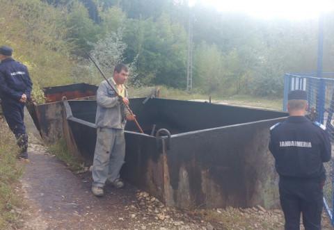 Un barbat din Pacureti a fost prins la furat de titei de pe proprietatea Petrom