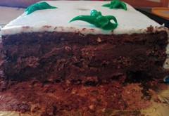 """O cofetarie cunoscuta din Ploiesti, acuzata ca pacaleste clientii """"la cantar"""". Dintr-un tort de 6 kg, numai martipanul cantareste 2!"""