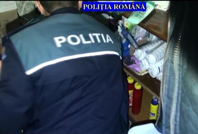 PRAHOVA: Ce au gasit politistii la domiciliile hotilor din societati comerciale VIDEO