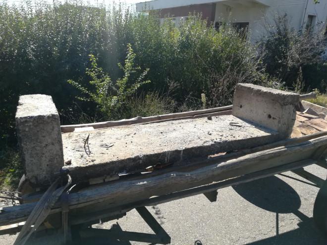 Ce se mai fura prin Prahova. Un tanar de 28 de ani s-a ales cu dosar penal pentru o bucata de beton