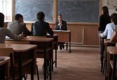 Elevii intră O SĂPTĂMÂNĂ în VACANŢĂ. Calendarul anului şcolar 2017-2018