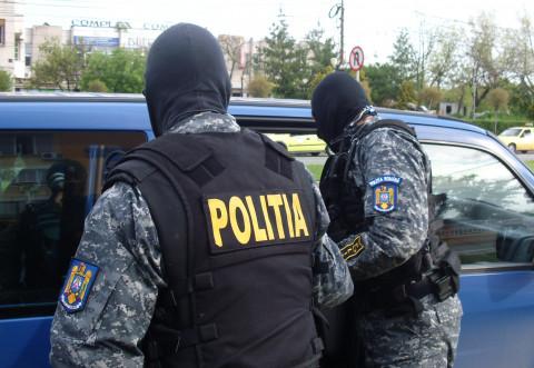 ZECI de poliţişti şi jandarmi au DESCINS în cartiere Cameliei și Radu de la Afumați
