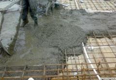 Tânărul prins între cofrajele de beton la Negoiești a murit la Spitalul Județean