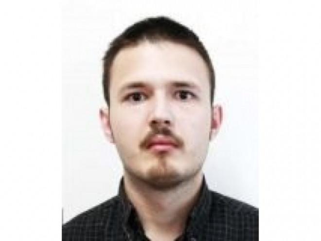 Tânărul care şi-a ucis în chinuri groaznice mama şi bunica a evadat şi e căutat în toată România