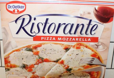 """Acuzatii, la adresa brand-ului Dr. Oetker: Pzza """"Ristorante"""" cu mozzarella are şapte bucăţi de mozzarella în Austria şi numai cinci în Slovacia"""