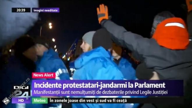 BREAKING NEWS/ Protestatarii s-au luat la bătaie cu jandarmii, in fata Parlamentului