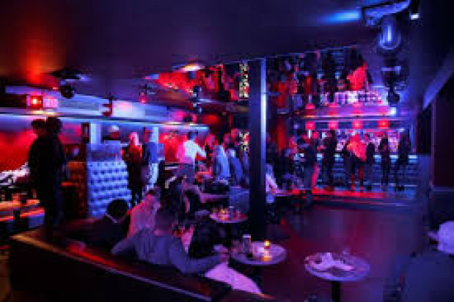 Controale ISU Prahova in cluburi si baruri: Se fumeaza in continuare in spatii inchise, iar autorizatiile de securitate la incendiu LIPSESC!