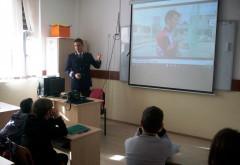 Agenti antidrog si politisti, actiune la o scoala din comuna Brazi