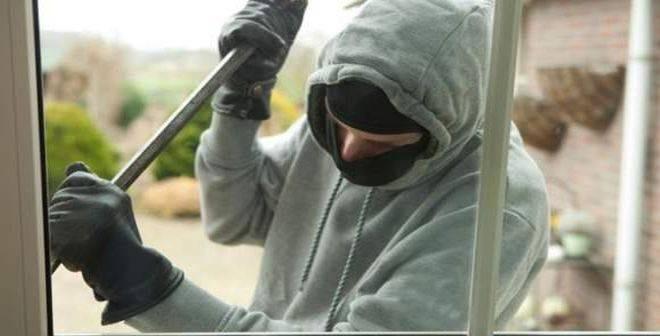 Polițiștii ploieșteni continuă activitățile de prevenire a furturilor din locuințe și înșelăciunilor
